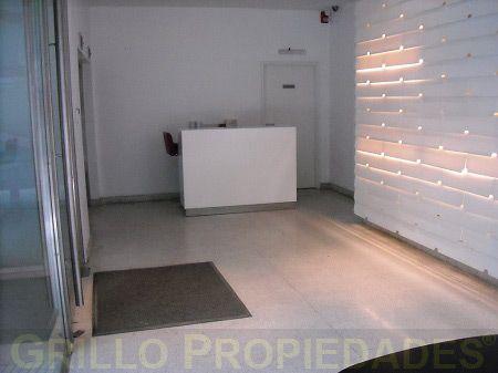 Oficina en alquiler 90m2 aires acondicionados cochera y for Alquileres oficinas