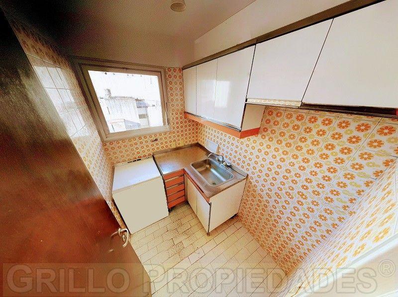 Departamento u Oficina 2 ambientes. Baño completo. Cocina independiente. Apto profesional.